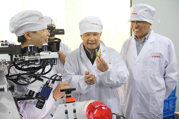 中國工程院院士唐(tang)希燦蒞臨萬邦德制藥考察